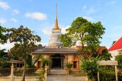 Po Pra πνευμόνων λυπημένο παρεκκλησι λιμνών στο ήχο καμπάνας απαγόρευσης Wat στην Ταϊλάνδη Στοκ φωτογραφία με δικαίωμα ελεύθερης χρήσης