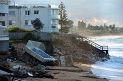 Po tym jak duża burza, domy przy Collaroy plaży przodem Fotografia Stock