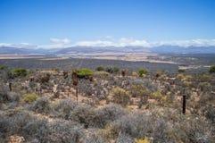 Południe - afrykanina krajobraz z górami, krzakami i równinami, Fotografia Royalty Free