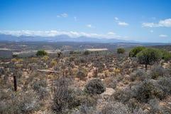 Południe - afrykanina krajobraz z górami, krzakami i równinami, Fotografia Stock