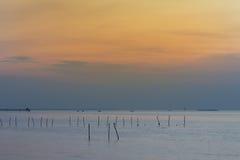 Po zmierzchu nad seacoast linią horyzontu Zdjęcia Royalty Free