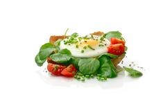 Poached яичко с кресс-салатом на здравице Стоковое Изображение