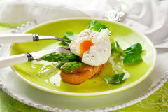 Poached egg and green asparagus Royalty Free Stock Image