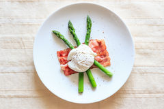 Poached egg on green asparagus Stock Images