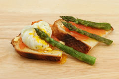 Poached egg smoked Salmon and asparagus Stock Images