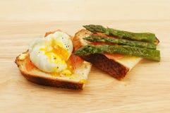 Poached egg smoked salmon and asparagus Stock Photos