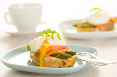Poached eggs with salmon and asparagus Royalty Free Stock Photos