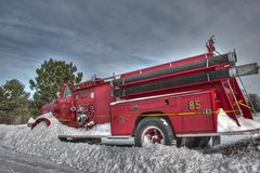 Pożarniczy silnik w śniegu Obrazy Stock