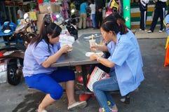 Pobocza jedzenie opóźnia pracownicy je przekąski Obraz Royalty Free