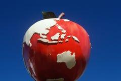 Pobocza przyciągania rzeźba gigantyczny czerwony jabłko, CT Fotografia Royalty Free