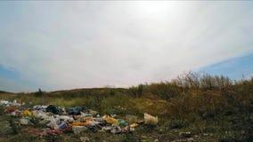 Pobocze śmieci z banialukami zdjęcie wideo