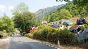 Pobocze samochodowy cmentarz w Południowym Albania Zdjęcia Stock