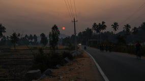 Pobocze sunrising w wiosek burzach fotografia royalty free