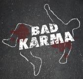 Pobres violentos maus Treatmen da reação de Karma Chalk Outline Dead Body Fotografia de Stock