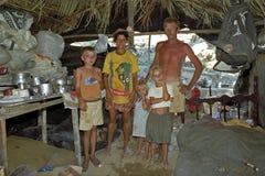 Pobreza brasileña para los padres con los niños Fotografía de archivo