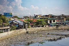 Pobreza nas ruas de Manila nas Filipinas foto de stock royalty free