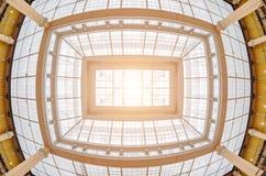 Pobrudzony antyczny dach i światło od go Fotografia Royalty Free