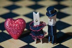 pocałunek miłości człowieka koncepcja kobieta Clothespins: romantyczna para Obraz Stock