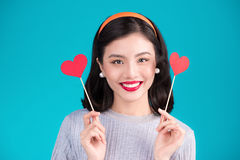 pocałunek miłości człowieka koncepcja kobieta Piękna uśmiechnięta azjatykcia młoda kobieta Walentynki Da Fotografia Stock