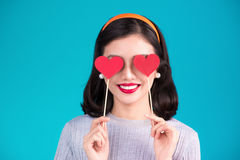 pocałunek miłości człowieka koncepcja kobieta Piękna uśmiechnięta azjatykcia młoda kobieta Walentynki Da Zdjęcia Royalty Free