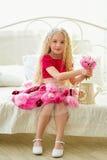 Poca bellezza in un vestito rosa sbalorditivo Fotografia Stock
