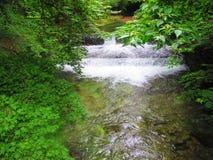 Poca caída del agua Fotos de archivo