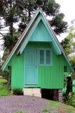 Poca cabina en las montañas Fotos de archivo libres de regalías