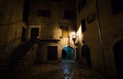 Poca calle en Kotor, Montenegro Fotos de archivo libres de regalías
