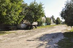 Poca calle en la pequeña ciudad suburbio Fotografía de archivo libre de regalías
