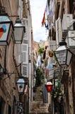 Poca calle tipical en la ciudad vieja de Dubrovnik Imágenes de archivo libres de regalías