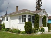 Poca casa bianca dello stucco Fotografia Stock