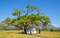 Poca casa de la granja Foto de archivo libre de regalías