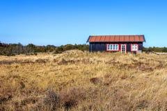 Poca casa de madera cerca de Skagen, Dinamarca Imagen de archivo