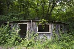 Poca casa en el bosque Foto de archivo