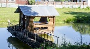 Poca casa en un río Foto de archivo