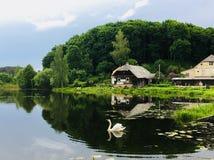 Poca casa por el lago, Imagen de archivo