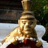 Poca estatua budista. Foto de archivo