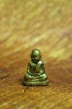 Poca estatua del monje Fotos de archivo libres de regalías