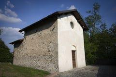 Poca iglesia blanca foto de archivo libre de regalías