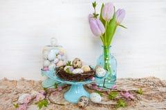 Poca jerarquía de pascua con los huevos de codornices Fotografía de archivo libre de regalías