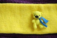 Poca lana Toy Yellow Bear della feltratura Immagini Stock