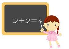 Poca muchacha de la escuela durante la lección de la matemáticas Foto de archivo