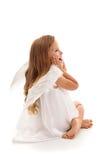 Poca muchacha sorprendida del ángel - aislada Foto de archivo libre de regalías