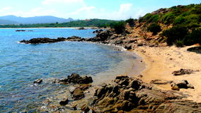 Poca playa ocultada en el lado izquierdo de la playa de Brandinchi, Cerdeña, Italia Imágenes de archivo libres de regalías