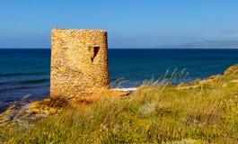Poca torre en la costa Fotos de archivo libres de regalías