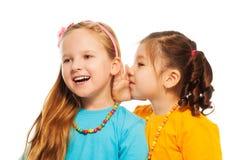 Pocas muchachas del chisme Imagen de archivo libre de regalías
