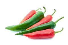 Pocas pimientas de chile rojas y verdes Imágenes de archivo libres de regalías