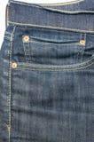 Poche avant avec une couture sur les blues-jean Photos libres de droits
