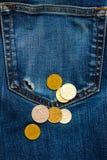 Poche avec le trou et les pièces de monnaie images stock