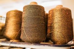 Poche bobine dei fili si chiudono su Fotografia Stock Libera da Diritti